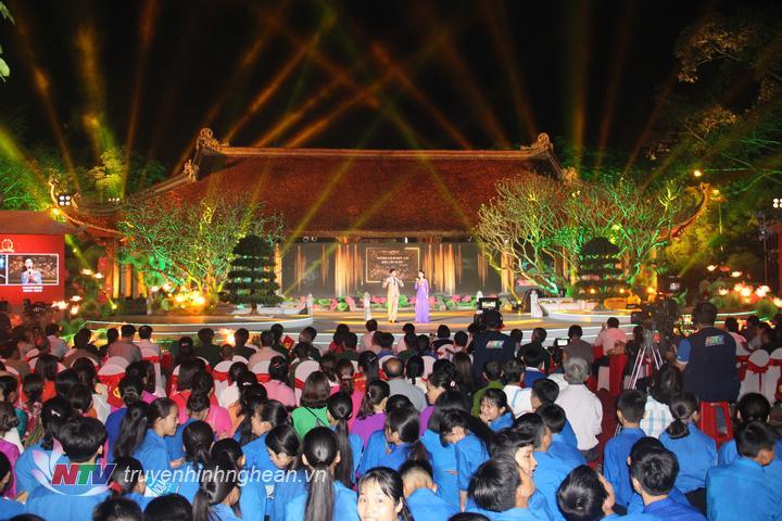Đông đảo khán giả tham dự chương trình.