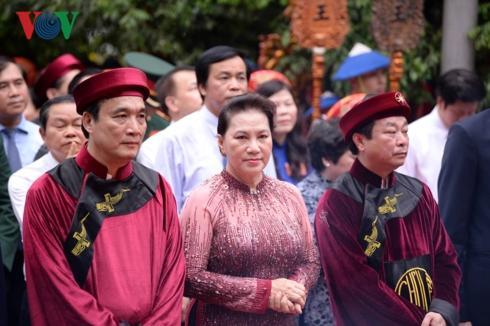 Lễ dâng hương tưởng nhớ các Vua Hùng đã được cử hành trọng thể tại điện Kính Thiên trên đỉnh núi Nghĩa Lĩnh thuộc Khu Di tích lịch sử quốc gia đặc biệt Đền Hùng, Phú Thọ.