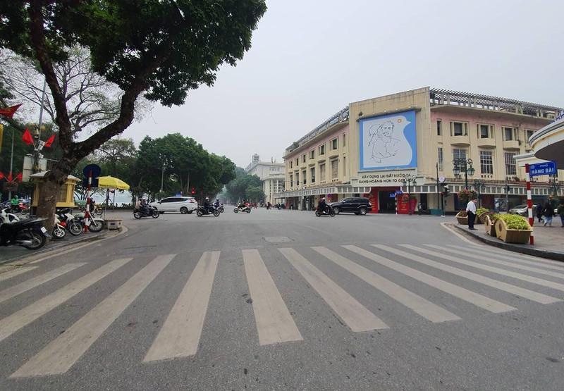 Phố phường Hà Nội vắng bóng người trong mùa dịch Covid-19.