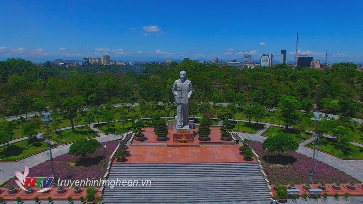 Quảng trường Hồ Chí Minh tại Thành phố Vinh.