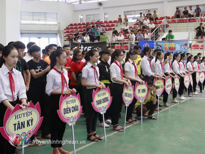 Các đội tham gia thi đấu.