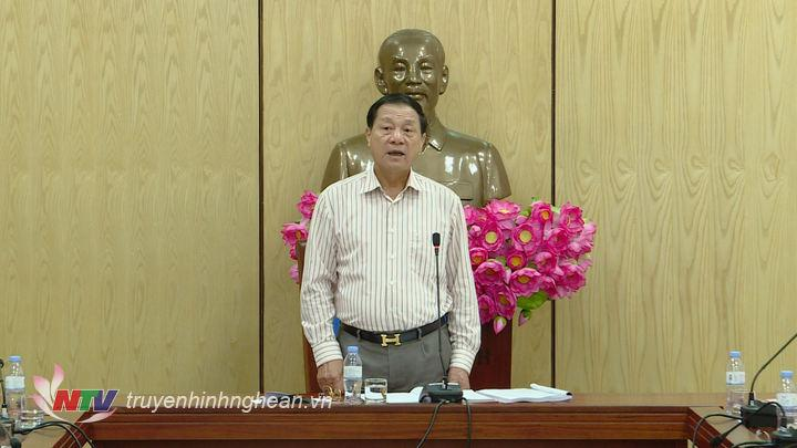 Phó Chủ tịch UBND tỉnh Lê Minh Thông phát biểu kết luận cuộc họp.