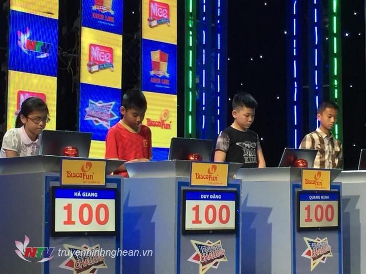 Các thí sinh tham dự vòng chung kết.