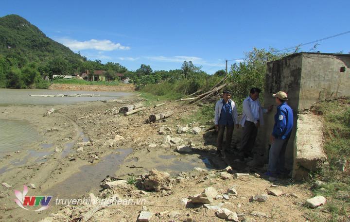 Các hồ đập cạn nước nên các cống cấp nước không phát huy tác dụng.