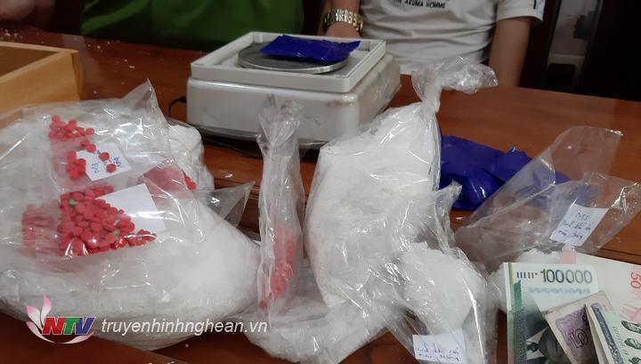 2.482 gam ma túy đá và 190,35gam hồng phiến thu giữ trong chuyên án.