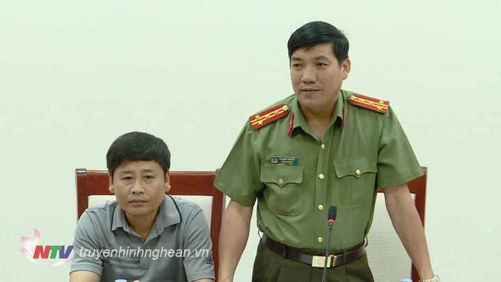 Đại diện lãnh đạo công an tỉnh phát biểu tại cuộc họp.