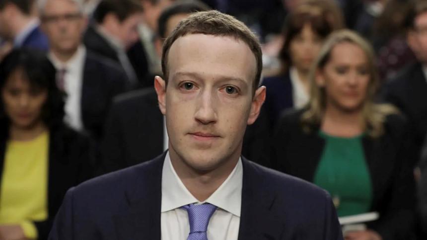 Dù là người đứng đầu Facebook, Mark Zuckerberg có thể sẽ không phải chịu trách nhiệm trước hàng loạt bê bối về dữ liệu người dùng trong nhiều năm qua. Ảnh: Getty.