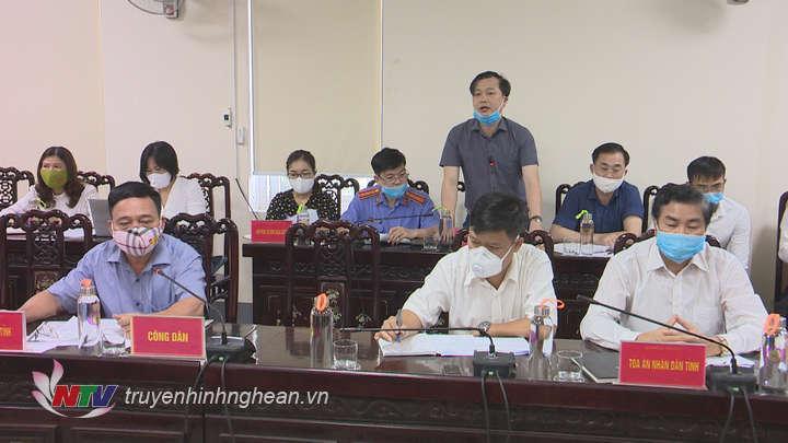 Lãnh đạo huyện Hưng Nguyên giải trình ý kiến công dân.