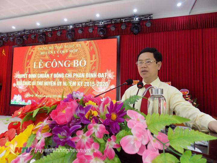 Phó Bí thư Thường trực Tỉnh ủy Nguyễn Xuân Sơn phát biểu giao nhiệm vụ.