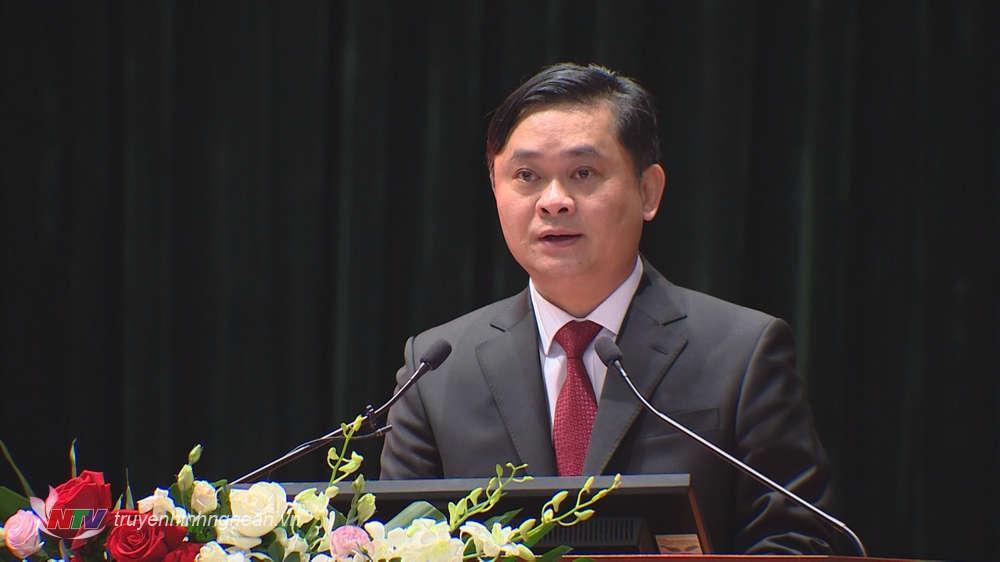 """Bí thư Tỉnh ủy Nghệ An Thái Thanh Quý phát biểu tham luận với chủ đề: """" Vận dụng tư tưởng Hồ Chí Minh về trọng dụng nhân tài trong sự nghiệp đổi mới và phát triển đất nước hiện nay."""