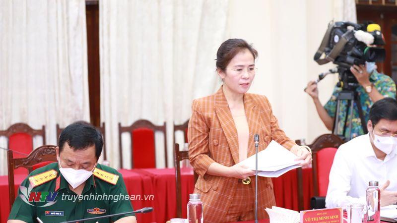 Đồng chí Võ Thị Minh Sinh - Chủ tịch UB MTTQ tỉnh phát biểu tại hội nghị.