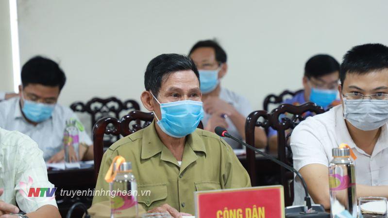 Ông Phan Đăng Thiện, đại diện cho 30 hộ dân xã Diễn Thịnh, huyện Diễn Châu phát biểu.