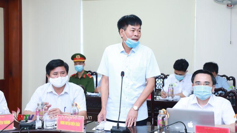 Đồng chí Tăng Văn Luyện - Chủ tịch UBND huyện Diễn Châu phát biểu tại phiên tiếp công dân.