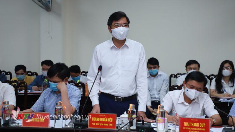 Đồng chí Hoàng Nghĩa Hiếu - Ủy viên BTV Tỉnh ủy, Phó Chủ tịch UBND tỉnh phát biểu