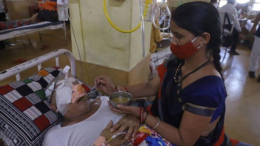 Bệnh nhân mắc nấm đen phải phẫu thuật. Ảnh: AFP.