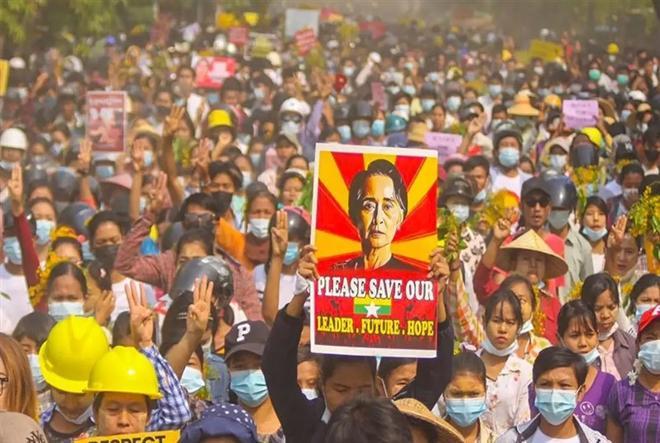 Biểu tình diễn ra triền miên ở Myanmar sau khi quân đội lật đổ chính quyền dân sự hồi đầu tháng 2. (Ảnh: Times of India)