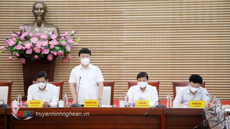 Chủ tịch UBND tỉnh Nguyễn Đức Trung phát biểu tại phiên họp.