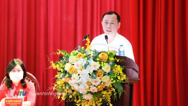 Ủy viên BTV Tỉnh ủy, Bí thư Thành ủy Vinh Phan Đức Đồng trình bày chương trình hành động.