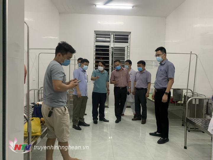 BCĐ kiểm tra tại Khu cách ly BV Đa khoa Quỳnh Lưu- nơi chuẩn bị đưa bệnh nhân covid 19 vào điều trị