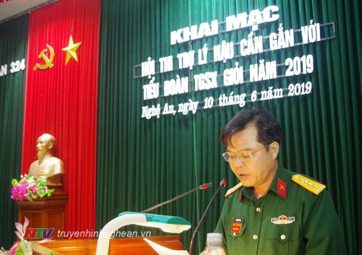 Đồng chí Đại tá Lê Hồng Nhân, Sư đoàn trưởng quán triệt nội dung hội thi.