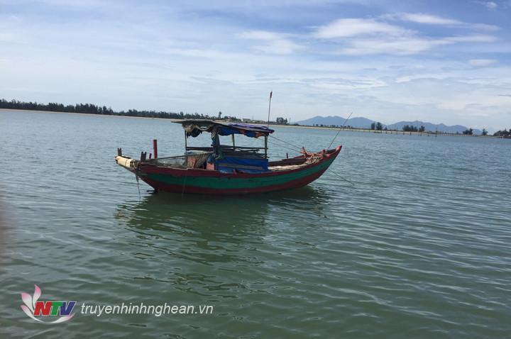 Phương tiện tàng trữ kích điện khai thác thủy hải sản