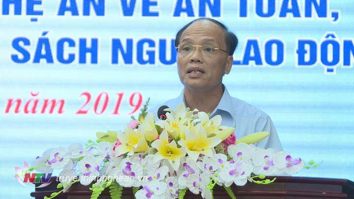 Đại diện lãnh đạo Sở LĐ-TB&XH giải đáp
