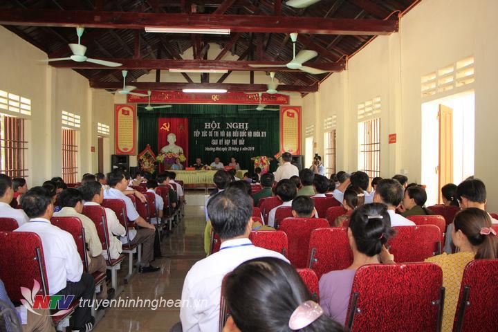 Toàn cảnh buổi tiếp xúc cử tri Hoàng Mai với đoàn ĐBQH.