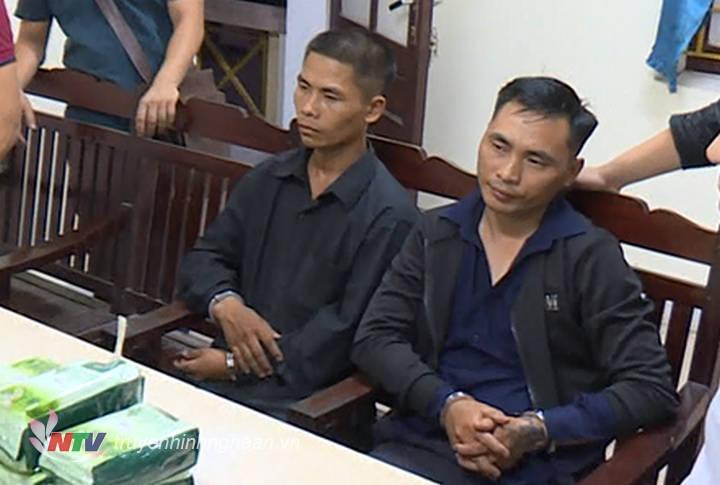 Hai đối tượng người Mông tại cơ quan điều tra.
