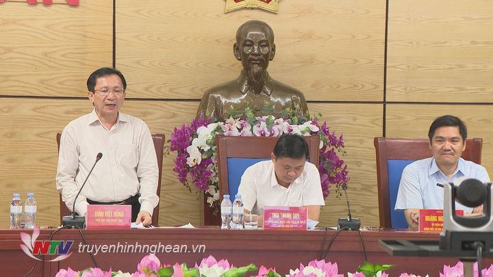 Phó Chủ tịch UBND tỉnh Đinh Viết Hồng phát biểu tại hội nghị.