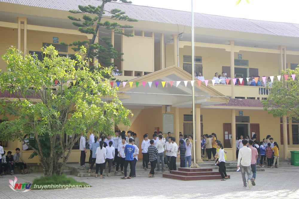 Thí sinh tại điểm thi trường THPT Hoàng Mai