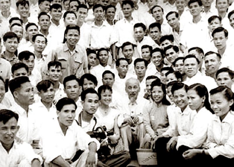 Bác Hồ nói chuyện với các nhà báo (Tháng 9/1960) – Ảnh tư liệu