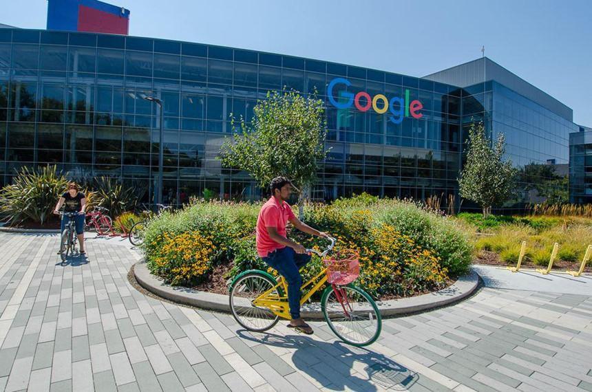 Bên ngoài trụ sở Google tại California. Ảnh: TripSavvy.