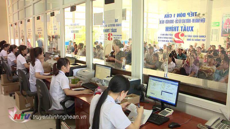 Làm thủ tục khám chữa bệnh tại bệnh viện đa khoa Nghệ An.