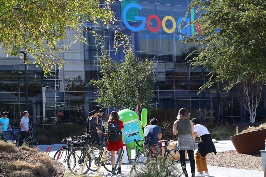 Google giới hạn thời gian hợp đồng là 2 năm, nên nhiều nhân viên phải tạm dừng làm việc và trở lại sau khi nghỉ 6 tháng. Ảnh: NYT..