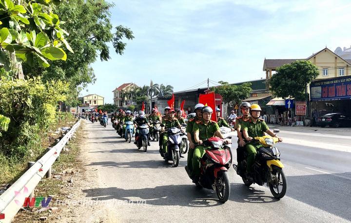 Cácđại biểu tham dự diễu hành hưởng ứng tháng hành động phòng chống ma túy.