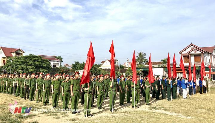 Các cán bộ, đảng viên tham gia buổi lễ ra quân hưởng ứng tháng hành động phòng chống ma túy.