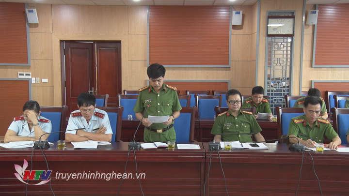Đại diện lãnh đạo Công an tỉnh báo cáo tại buổi làm việc.