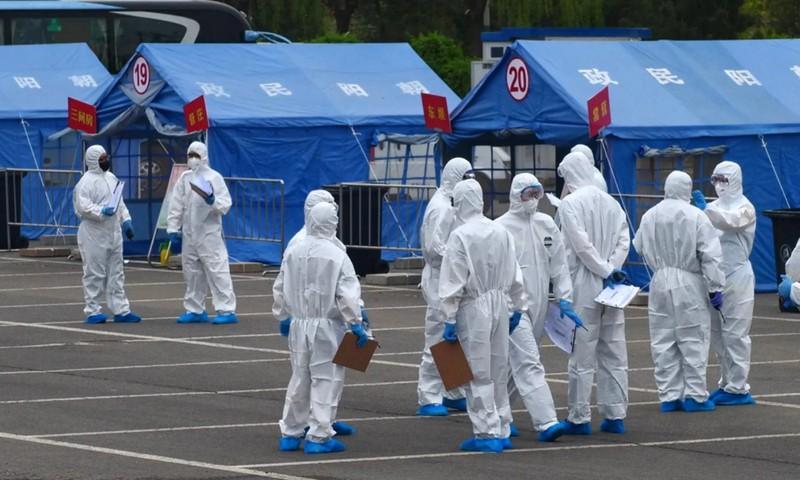 Bắc Kinh, Trung Quốc đã phải tái áp đặt một số biện pháp hạn chế đã được sử dụng trên toàn quốc vào đầu năm nay để kiềm chế làn sóng lây nhiễm. Ảnh: AP.