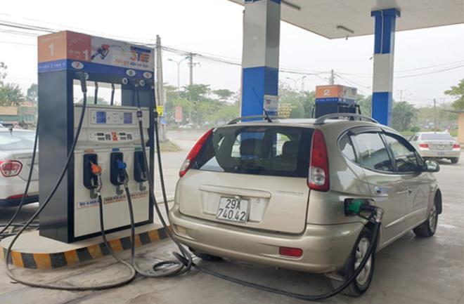 Giá xăng tăng mạnh từ 15 giờ chiều 27/6.
