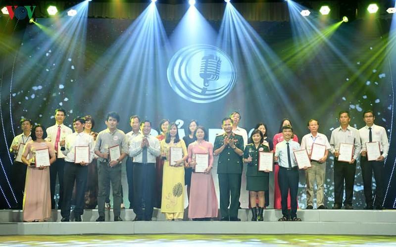 Các tác giả được trao giải Bạc tại LHPT toàn quốc lần thứ XIV.