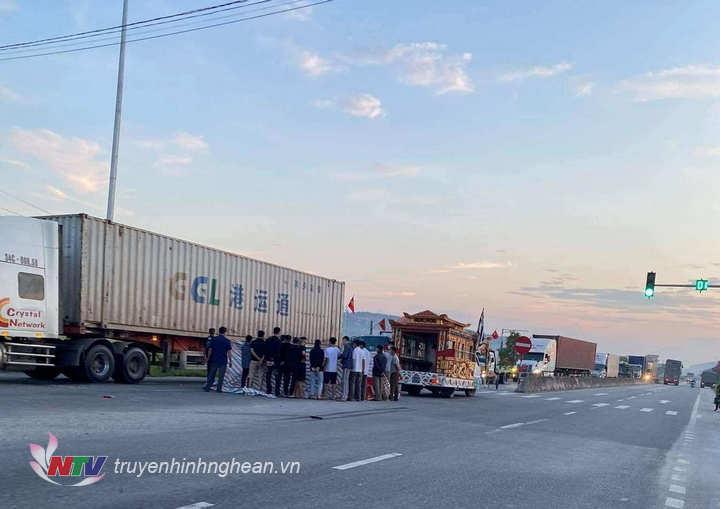 Vụ tại nạn thương tâm xảy ra tại địa bàn xã Quỳnh Văn, huyện Quỳnh Lưu khiến 1 nam thanh niên tử vong.