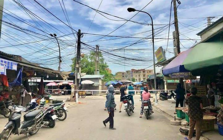 Phong tỏa chợ đầu mối tại TP Vinh.