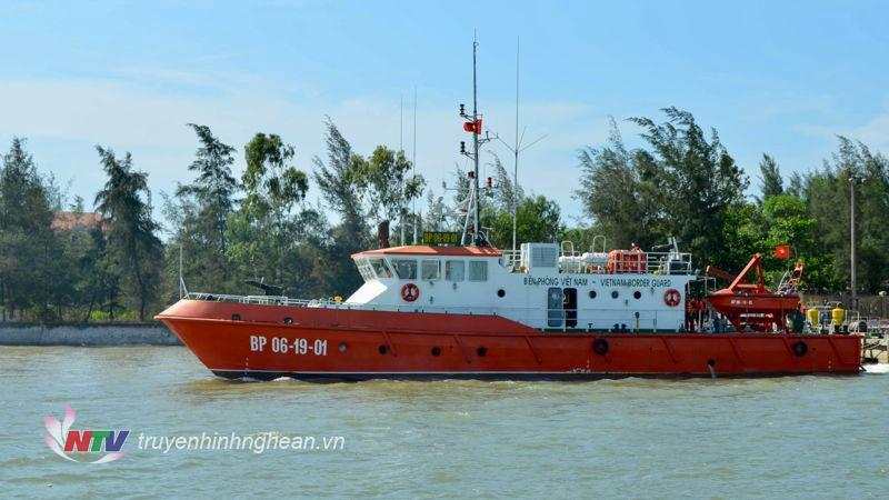 Tàu CN 09 của Hải đội 2 BĐBP tỉnh Nghệ An xuất kích tìm kiếm cứu nạn trên biển