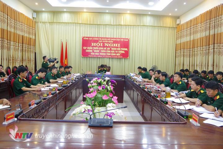 Tại điểm cầu tỉnh Nghệ An, Thượng tá Thái Đức Hạnh, Phó Bí thư Đảng ủy Quân sự, Chính ủy Bộ CHQS tỉnh chủ trì hội nghị.