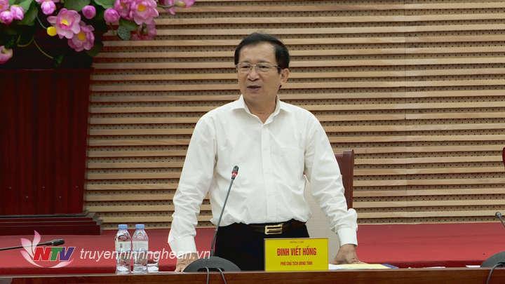 Phó Chủ tịch UBND tỉnh Đinh Viết Hồng phát biểu tại phiên họp.
