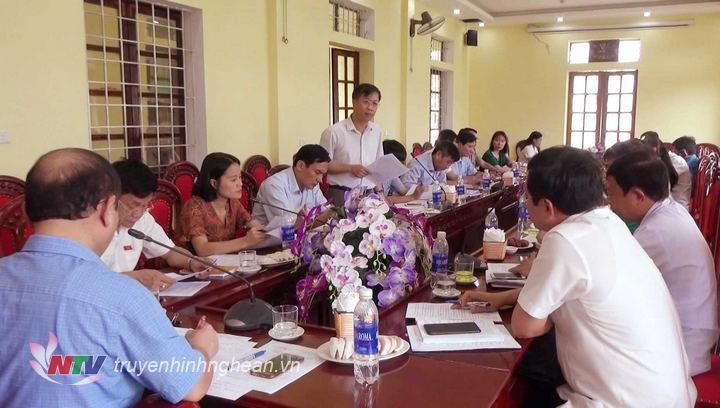Các thành viên đoàn giám sát phát biểu tại buổi làm việc.