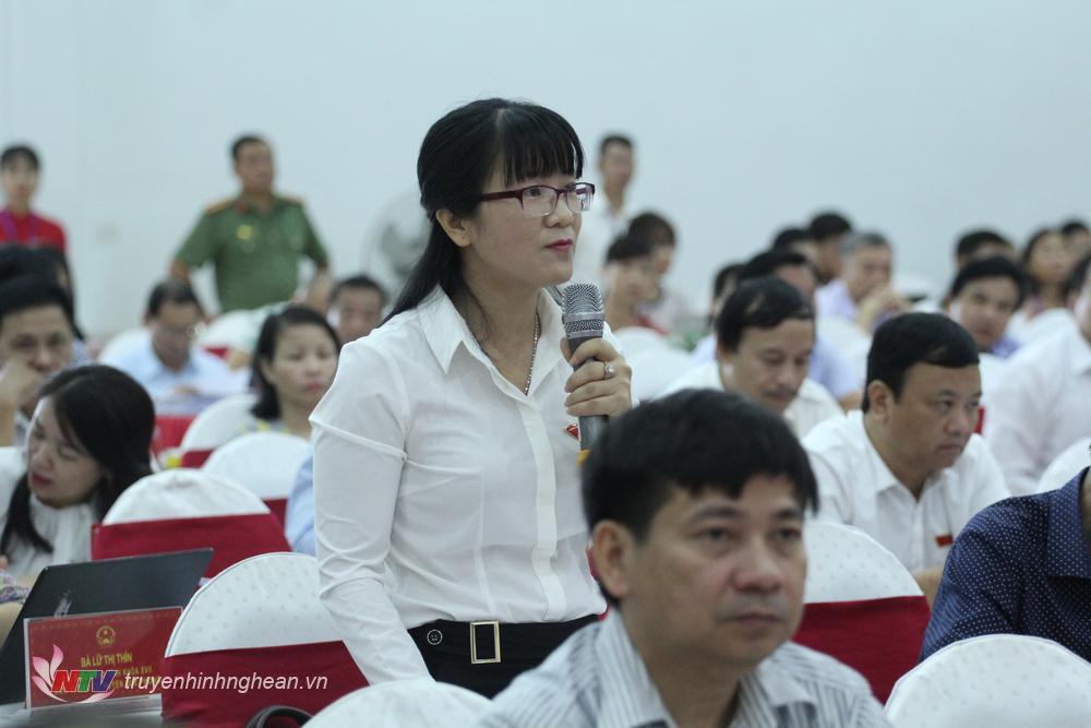 Bà Ngô Thị Thu Hiền - Đại biểu TP Vinh chất vấn về