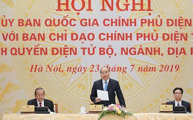 Thủ tướng Nguyễn Xuân Phúc và các Phó Thủ tướng Trương Hòa Bình, Vũ Đức Đam tại Hội nghị trực tuyến Ủy ban quốc gia về Chính phủ điện tử.