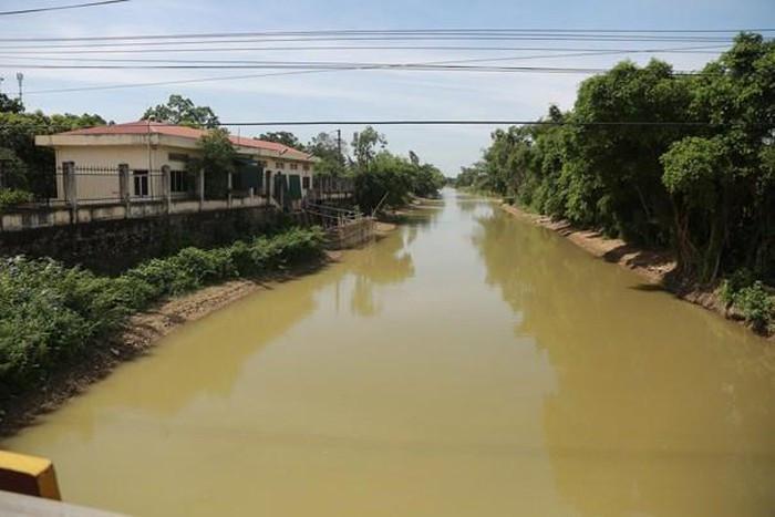 Sông Đào đoạn chảy qua Trạm bơm cấp 1 cầu Mượu - nơi cung cấp nước thô cho Nhà máy nước Hưng Vĩnh (Công ty cổ phần cấp nước Nghệ An).