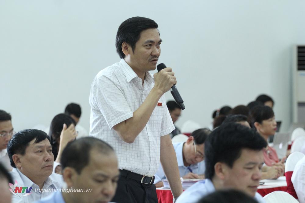 Ông Hoàng Nghĩa Hiếu - Giám đốc Sở Nông nghiệp và Phát triển nông thôn Nghệ An phát biểu tại phiên thảo luận tại hội trường
